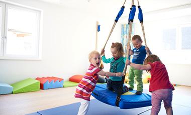 Kids in Motion - Miba - Ein Tag in der Krabbelstube - Slide 1