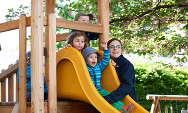 Kids in Motion - Miba - Ein Tag in der Krabbelstube - Slide 1